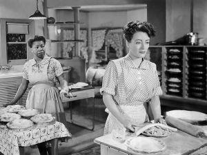Mildred and Lottie make pies Warner Bros (1945)